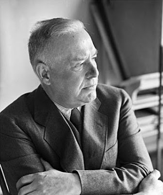 essays on wallace stevens The son of a prosperous lawyer, stevens attended harvard as a non-degree special student, after which he moved to new york city and briefly worked as a journalist he.