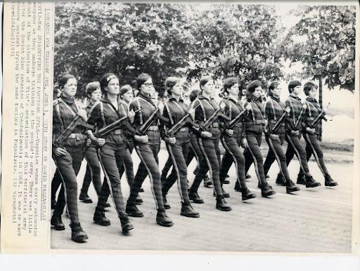 http://2.bp.blogspot.com/_tVSaAG6gDhk/S7-LFX1fhhI/AAAAAAAAB48/ca7kuddAR_8/News+-+1971+Women+in+Army+001.jpg