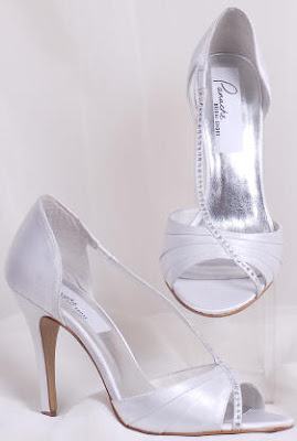 Wedding Shoes in Silk and Accessories