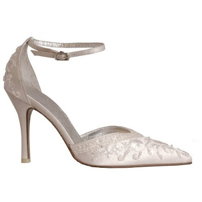 A combination of wit brocade shoes for weddings.<br />