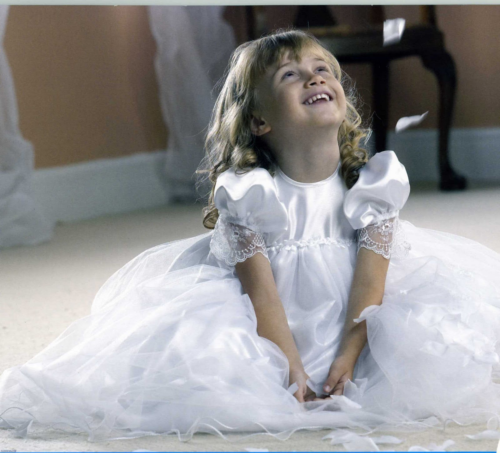 http://2.bp.blogspot.com/_tWeYU17hDgA/TN6PKxL5XgI/AAAAAAAAHdo/eEimDaBzSHg/s1600/10666-desktop-wallpapers-babies.jpg