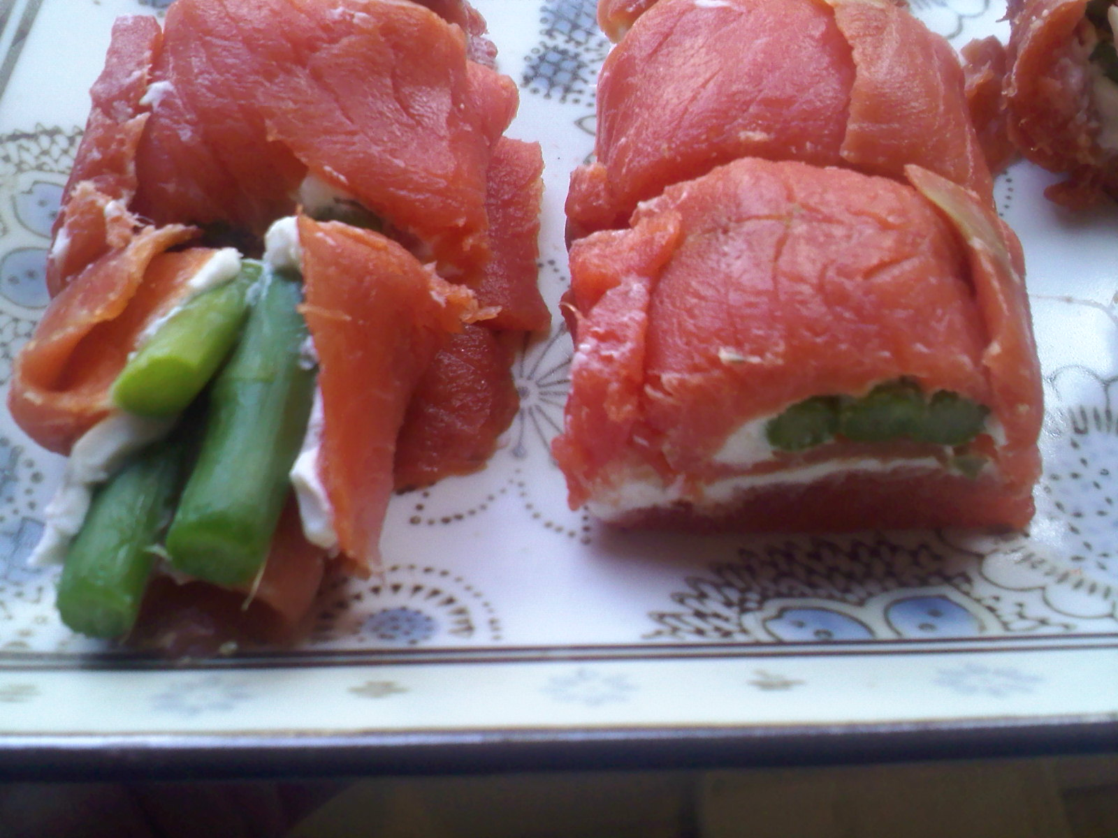 Wonderland, Ca: smoked salmon rolls!