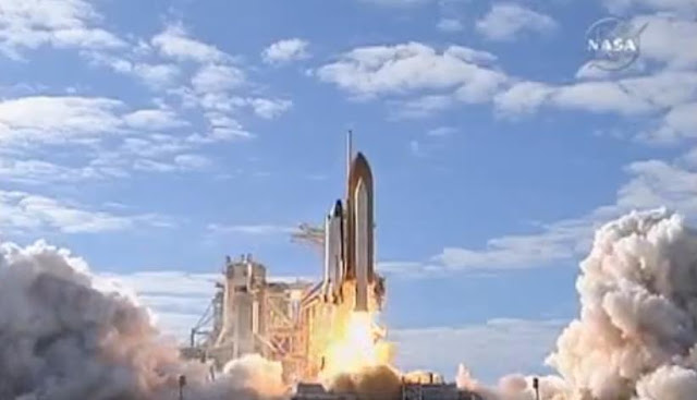 Space Shuttle Atlantis Lift Off Toward International Space Station