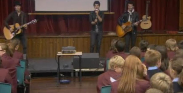 Jonas Brother Give Music Lesson To Lucky School Kids