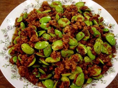 A plate of fried petai.