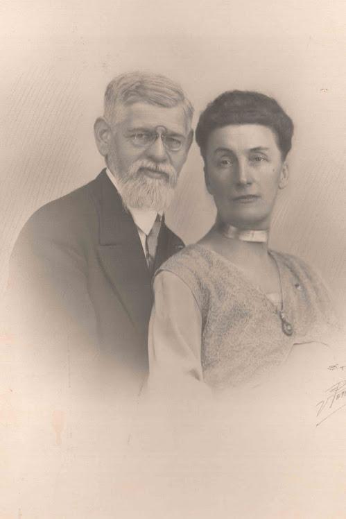 Grand Père et Grand Mère LESORT vers 1930