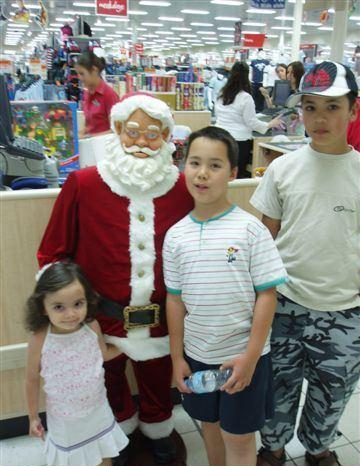 Little Girl Feeling Up Santa - WTF Pics
