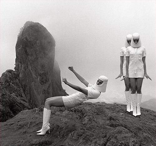 Stewardesses from the Future, On a Cliff