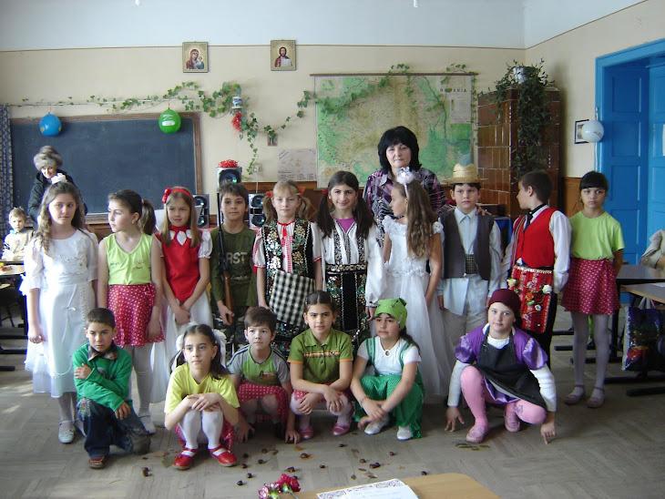 8 Martie 2010: Elevii clasei a III-a (înv.Melania Dinu)