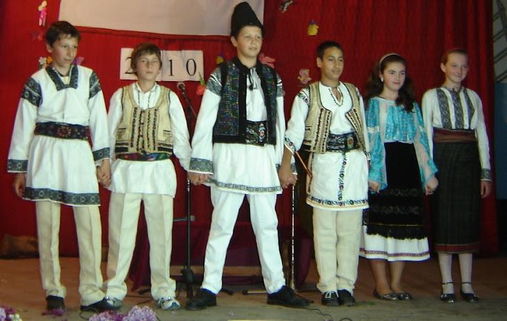 Grupul folcloric al clasei a VI-a