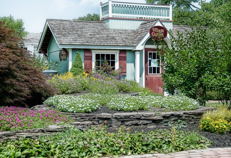 http://2.bp.blogspot.com/_teGRHWYopKU/TFIHDoun2qI/AAAAAAAASNQ/ZnGoX6ekF9I/s1600/flower+village+outlet.jpg