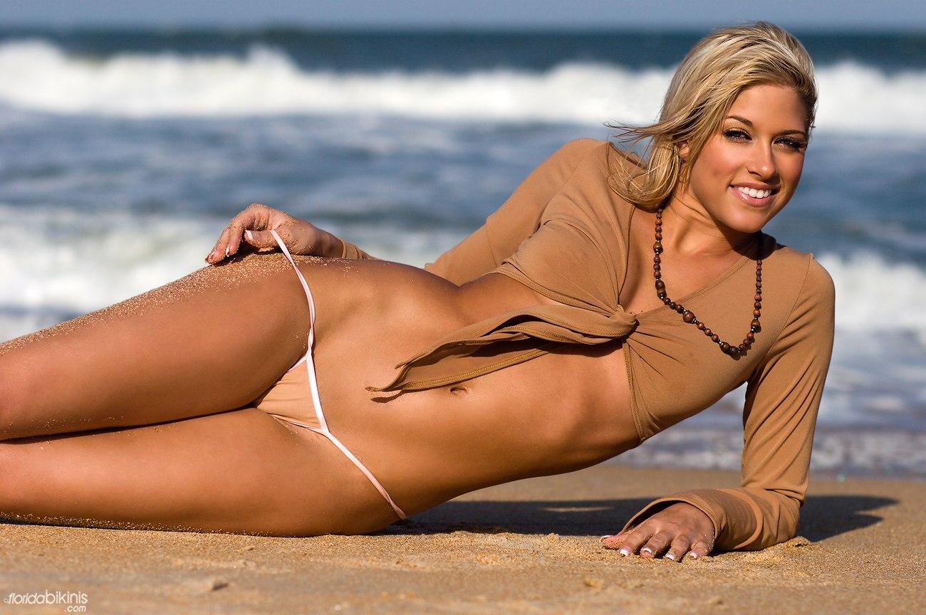 http://2.bp.blogspot.com/_te_-NCYOffc/TDfmryn9xdI/AAAAAAAAB-s/aHB0DCaHLWE/s1600/kelly-kelly-sexy-bikini-pics-3.jpg