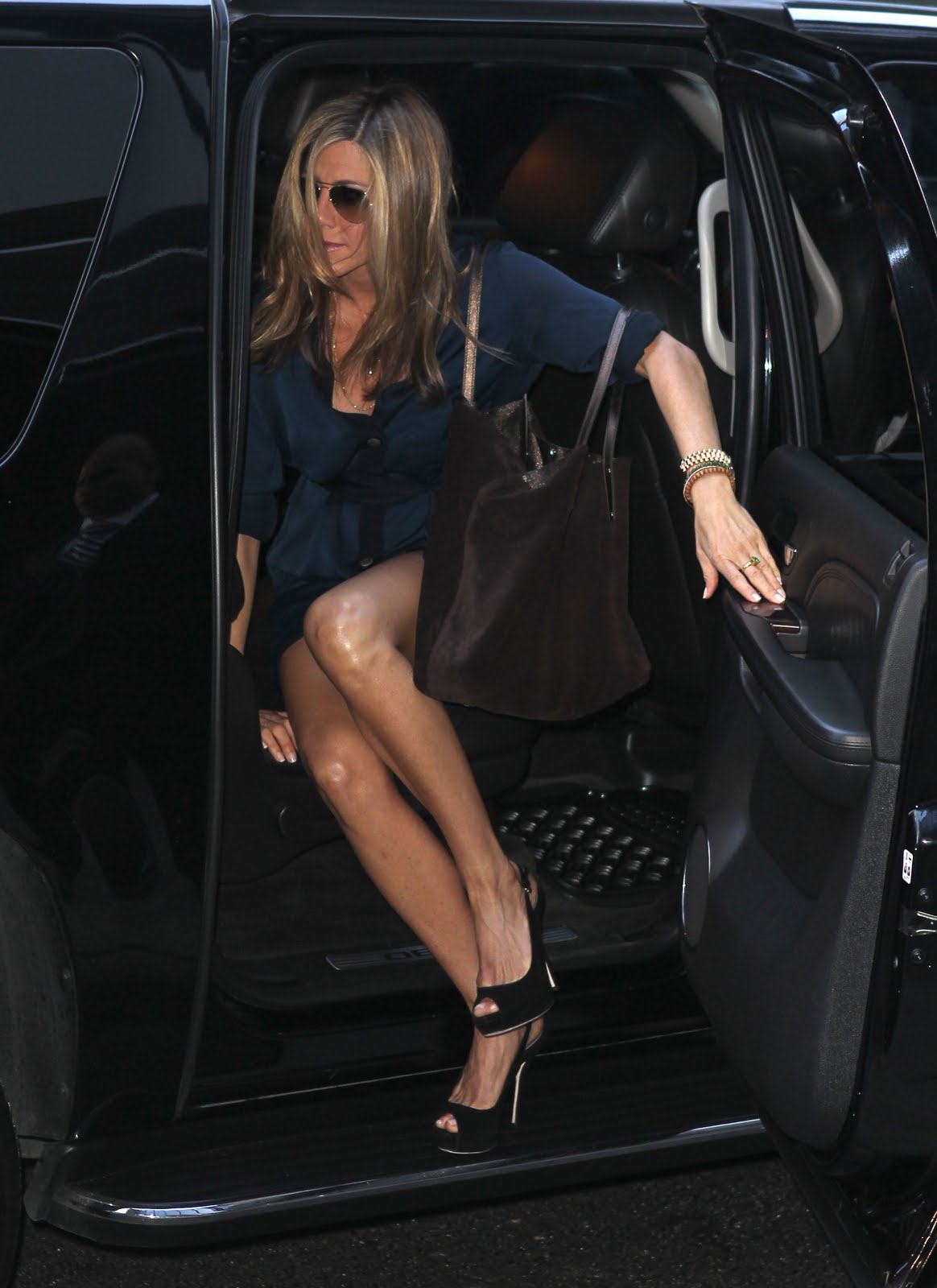 Some More Sexy Jennifer Aniston Pics Sexy Leg Cross