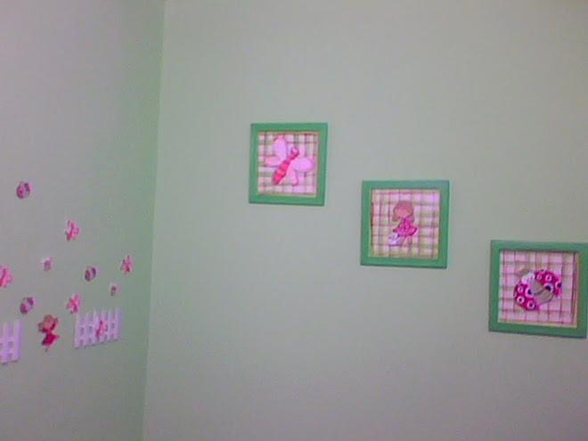 Guarda y cuadros del cuarto de Isabella