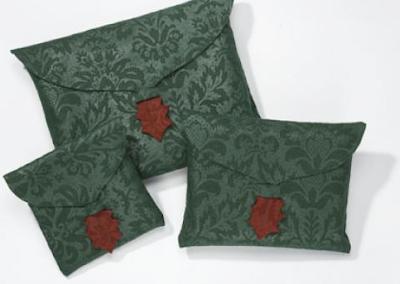 http://2.bp.blogspot.com/_tfGC7tOlrdk/R1eFVueusBI/AAAAAAAABxg/w0d4W9Z65XM/s400/fabric-gift-wrap-pouches.png