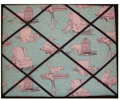 memo board with cats