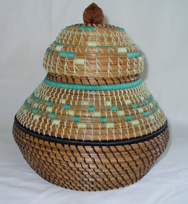 pine needle basket, lidded