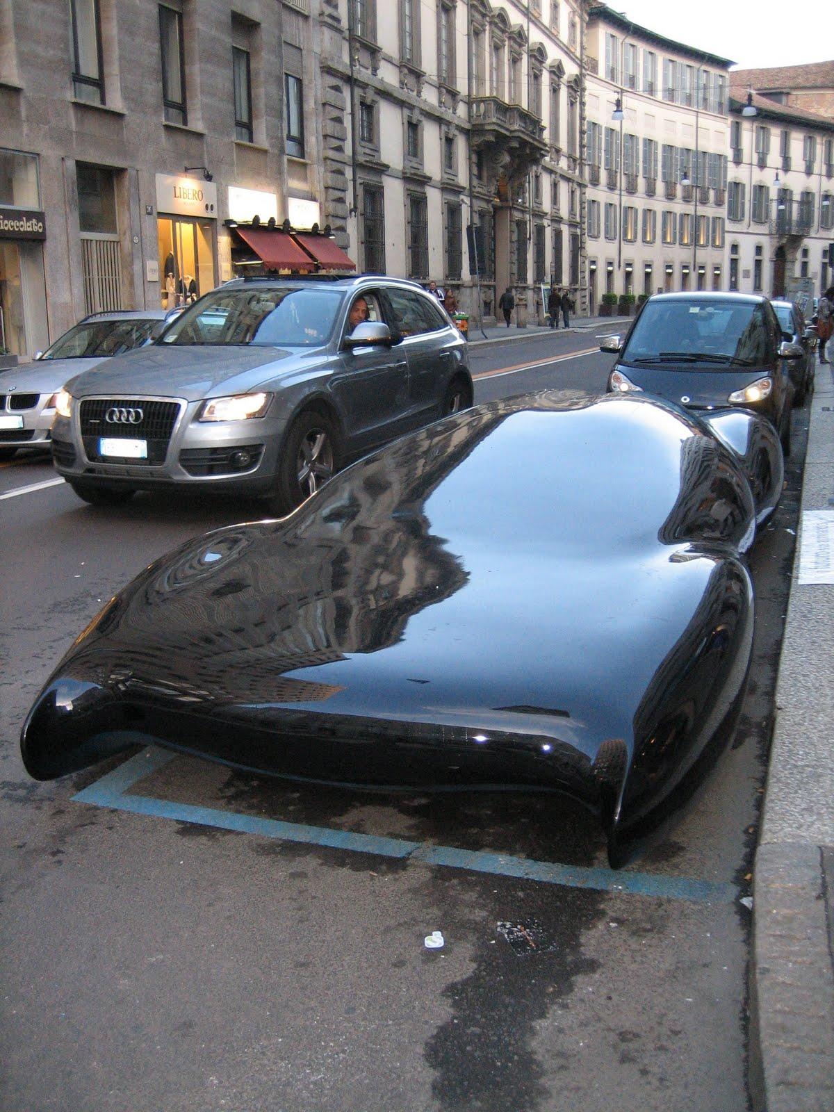 海外で平べったい車が発見されるwwwwwwww