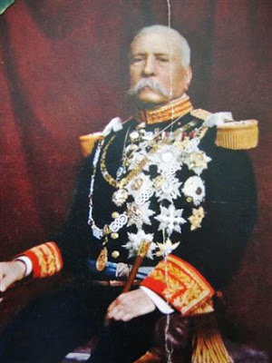 porfirio diazs leadership tactics essay If diaz had included the lower classes in his modernity programs, it would have undermined the stability that his regime craved the 19th century modernity programs of mexico president porfirio diaz led to the progress for mexican society, but only the elite gained from diaz's new programs while the.