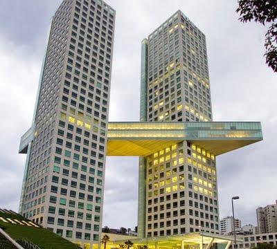 Arquitectura transformaci n aditiva de planos for Arquitectos importantes