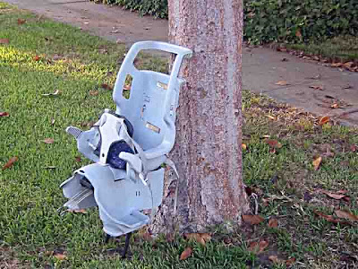 1 Baby Car Seat abandoned on a street in Pasadena CA