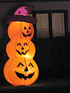 Halloween Decoration - Inflatable Pumpkin Snowman (c)David Ocker