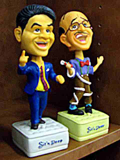 Larry and Irwin bobbleheads advertise Sit 'n Sleep