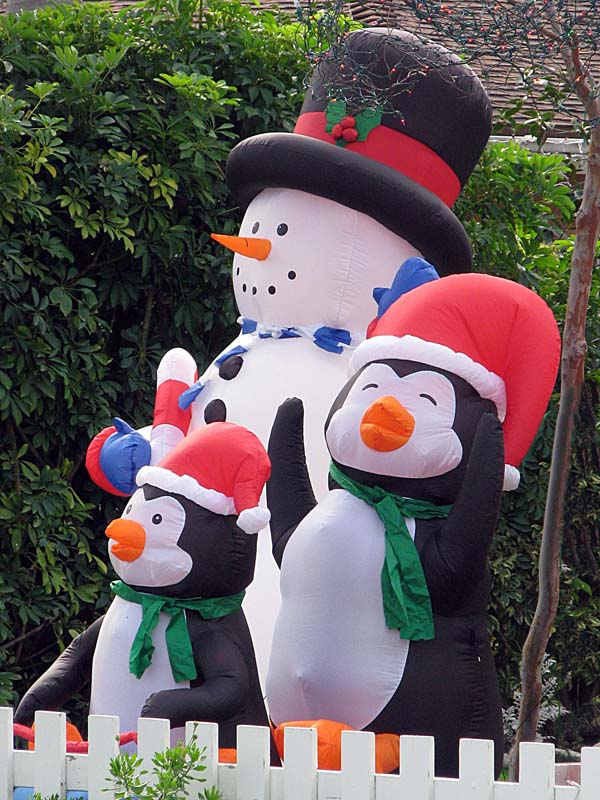 Christmas Penguin - inflated penguins with snowman