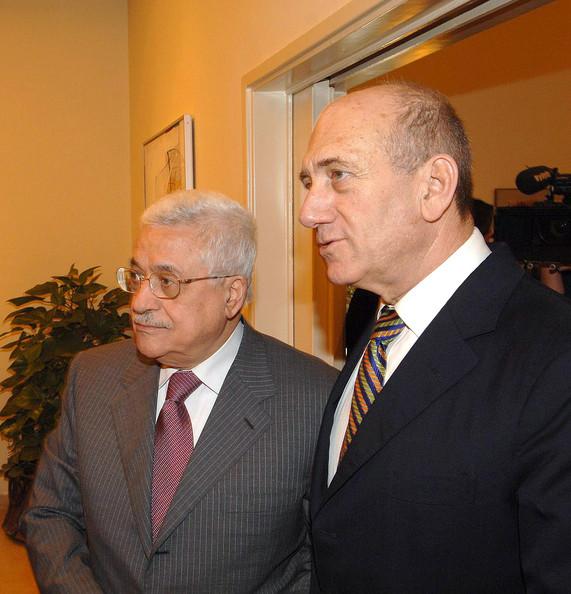 [Abbas+Meets+Olmert+Middle+East+Peace+Talks+ZQNMixLplkcl.jpg]