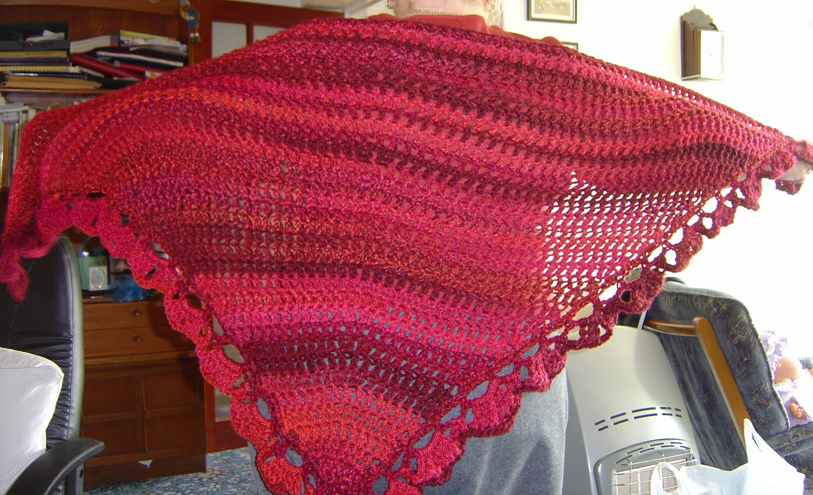 Enthusiastic crochetoholic: Easy Triangular Crochet Shawl
