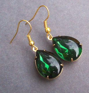 vintage teardrop jewel earrings emerald green gold hollywood