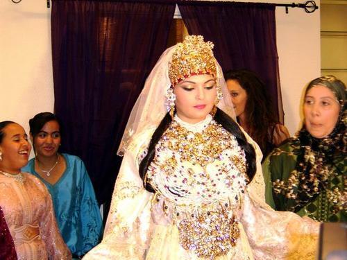 http://2.bp.blogspot.com/_to6X_k9DVzE/TQbJqdiTYTI/AAAAAAAAAPc/O8eiSoN2z2k/s1600/mariage+marocain.jpg