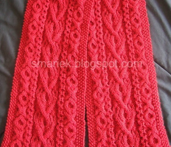 St Albans Valentine Cable Scarf Smariek Knits
