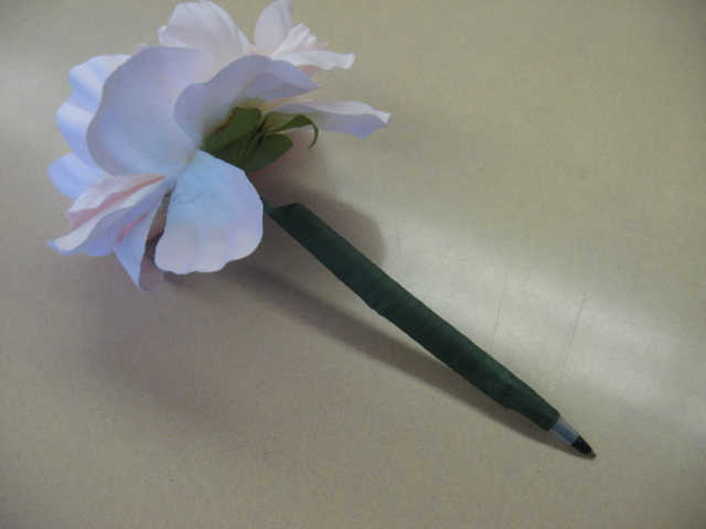 Chez rene flower pens i placed the flower pens in a pot filled with coffee beans students are allowed to borrow the pens for the class period if they wish mightylinksfo