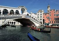 Cruise Venice Italy aboard the Italian barge LA DOLCE VITA - Contact ParadiseConnections.com