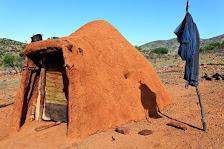 Traditionelle HIMBA-Hütte in Namibia