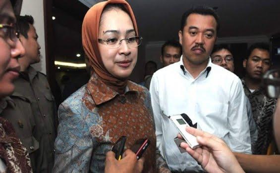 Catatan Komunikasi Politik Indonesia