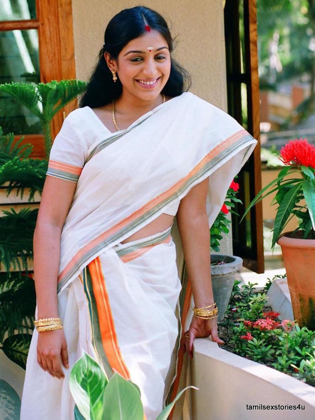 Mallu Actress Padmapriya In White Saree Suhruth Actressinsarees