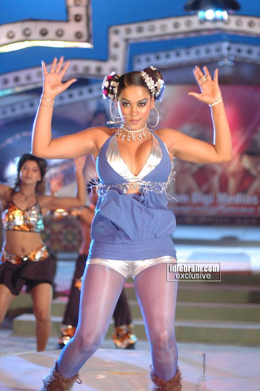Hot Item Girl Mumaith Khan Pictures