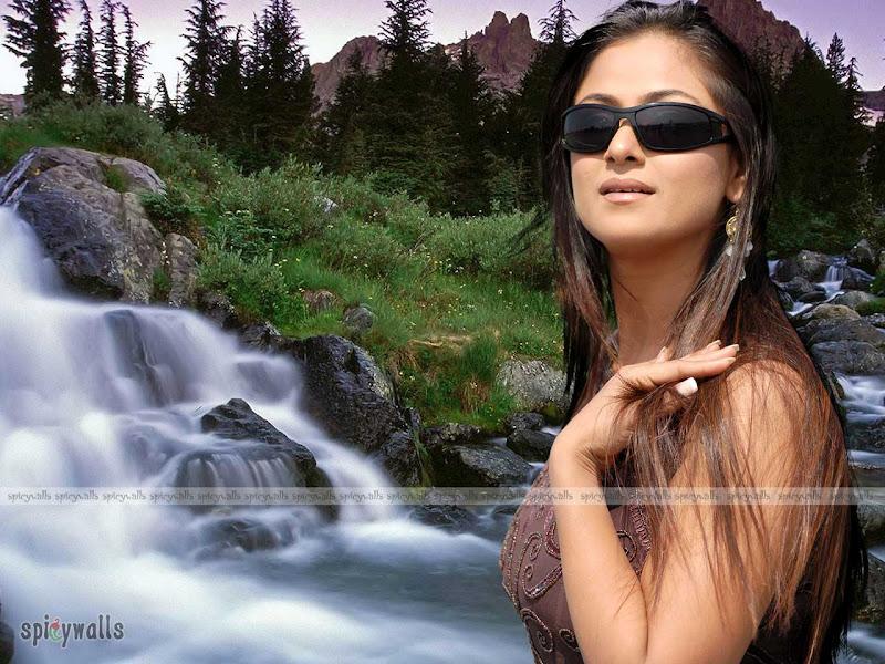 Hot South Indian Heroine Simran Wallpapers