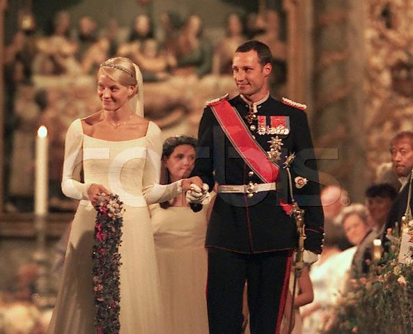 Rr Wedding Ceremony Cake