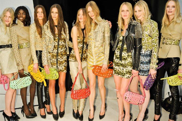 http://2.bp.blogspot.com/_twYmnhXVfP4/TKcwy88Z_5I/AAAAAAAALec/V1v7NS8FEPE/s1600/fashionweek4.jpg