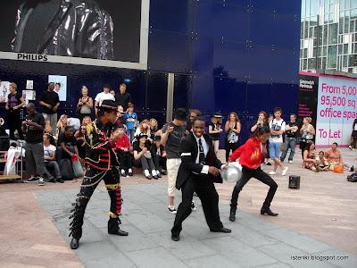 Michael Jackson tribute dance