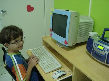 Lucas no computador