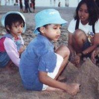 saya dan adik saya di kuta bali 2002