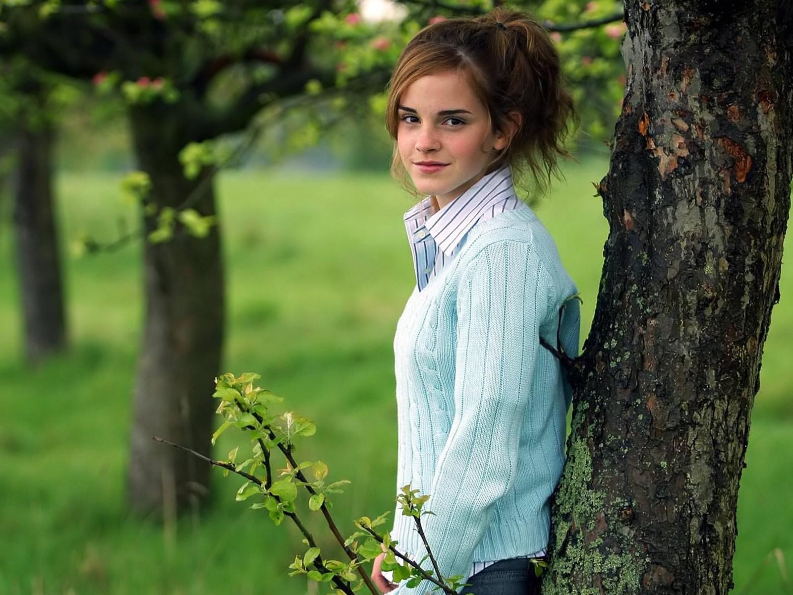 http://2.bp.blogspot.com/_tz9SkM7NCRM/TOBWJlxKCBI/AAAAAAAAAVc/1Z_OYukme5w/s1600/Emma_Watson_British_actress.jpg