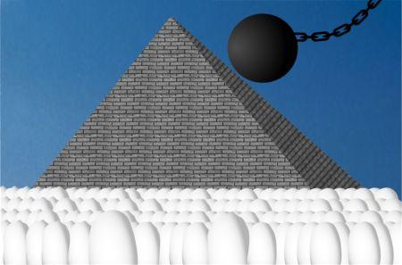El Derribo de la Pirámide de Tutanratón IV