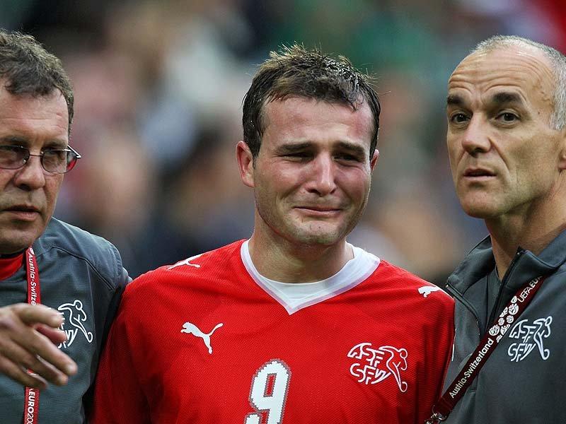 http://2.bp.blogspot.com/_u1ZhDcI4-Ug/TIZUjWjMulI/AAAAAAAAAKk/obYxRflPL1U/s1600/Alexander-Frei-Euro-2008-Crying_1085131.jpg