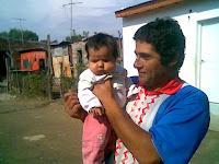 Ignacio con la bebé