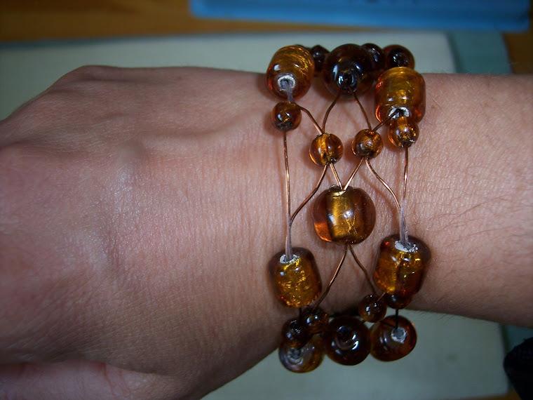 Bracelet sur fil de métal